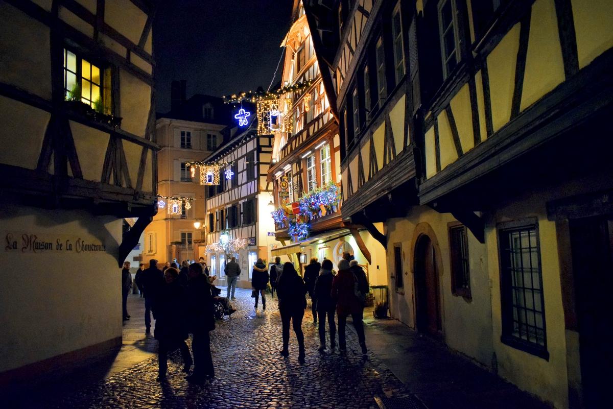 Rue du Bain-aux-Plantes, Strasbourg à Noël © French Moments