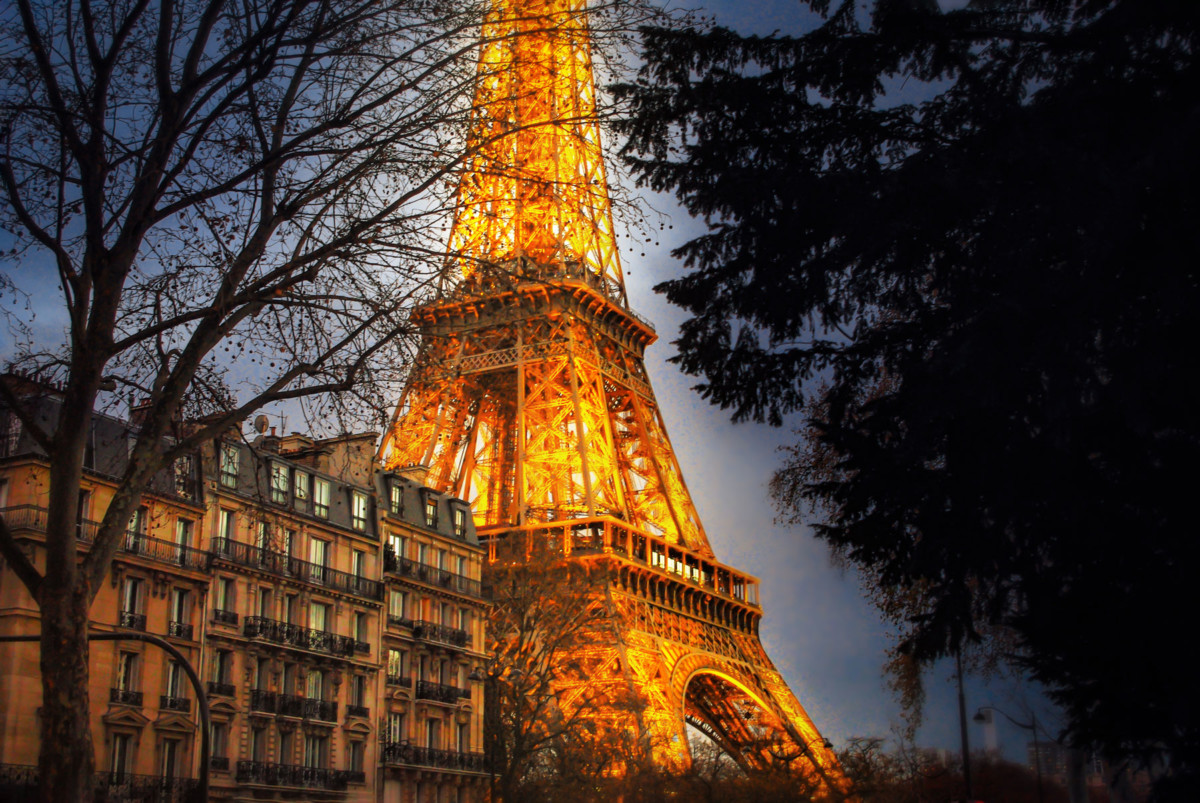 Quai Branly et Tour Eiffel, Paris © French Moments